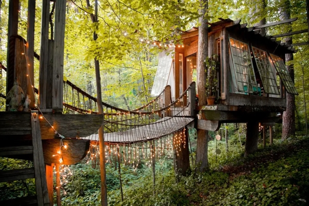 Treehouse Airbnb writer's retreat
